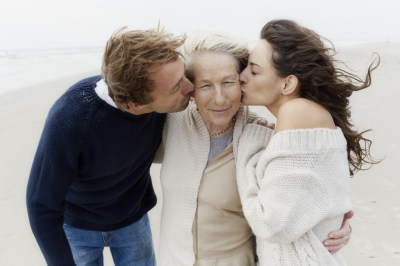 A Sibling's Guide To Caring For Aging Parents